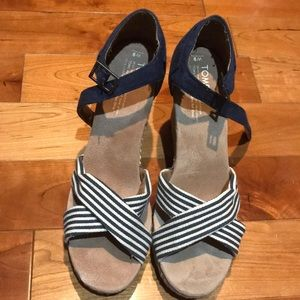 EUC Toms Strappy Wedge Sandals